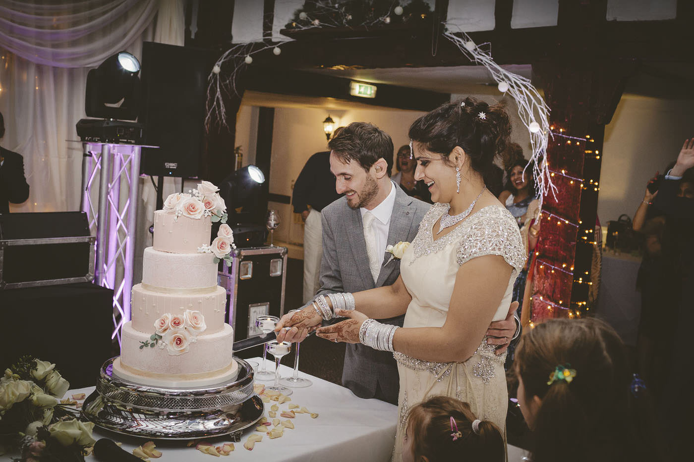 edmundjasveen burford bridge hotel wedding photographer 0112